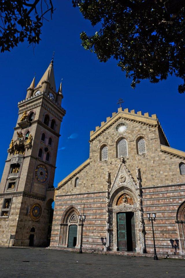 Kirche in Messina mit der weltgrößten astrologischen Uhr_lzn